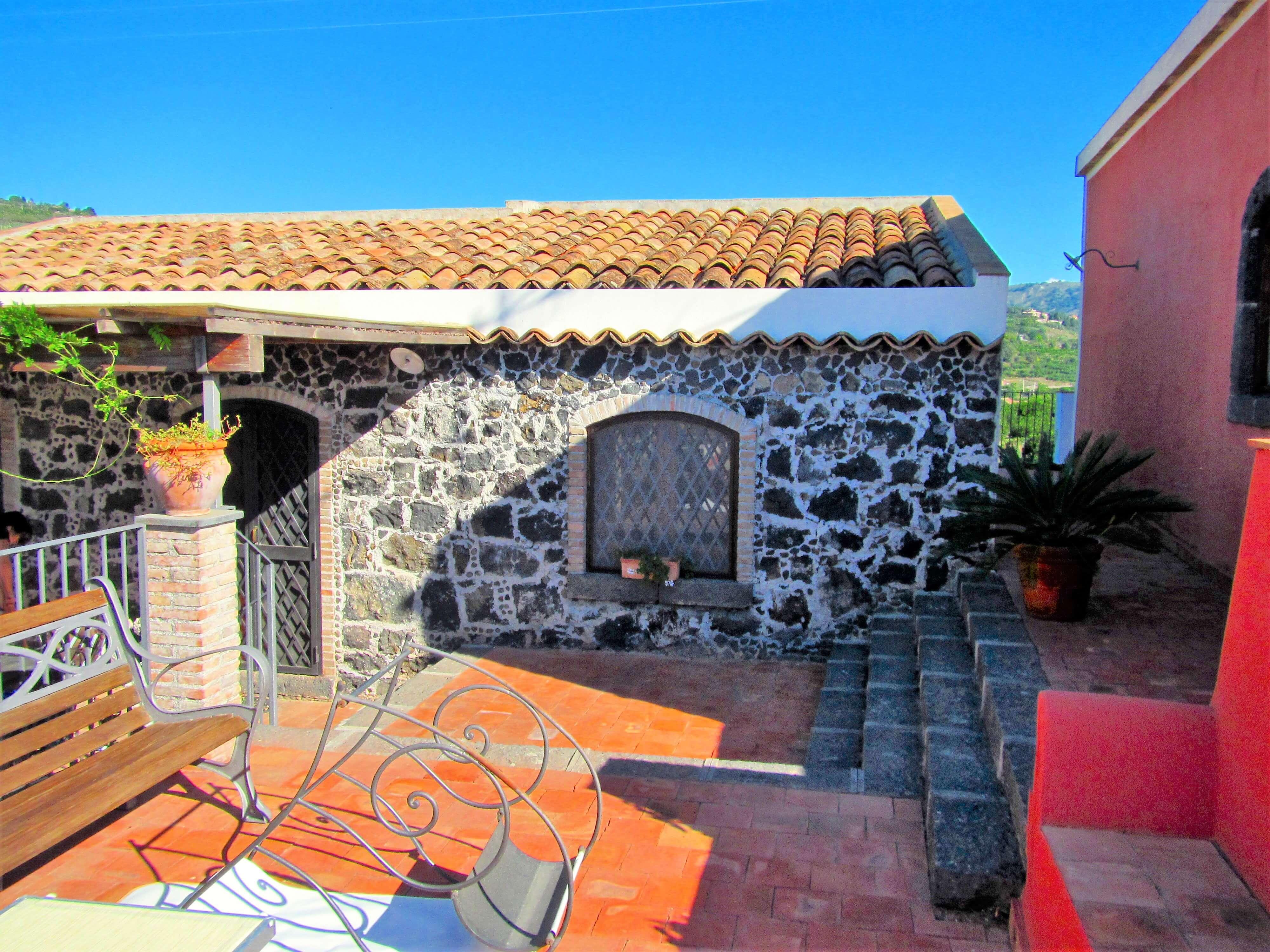 Cour intérieur de la Casa Clementine pour prendre le soleil en Sicile