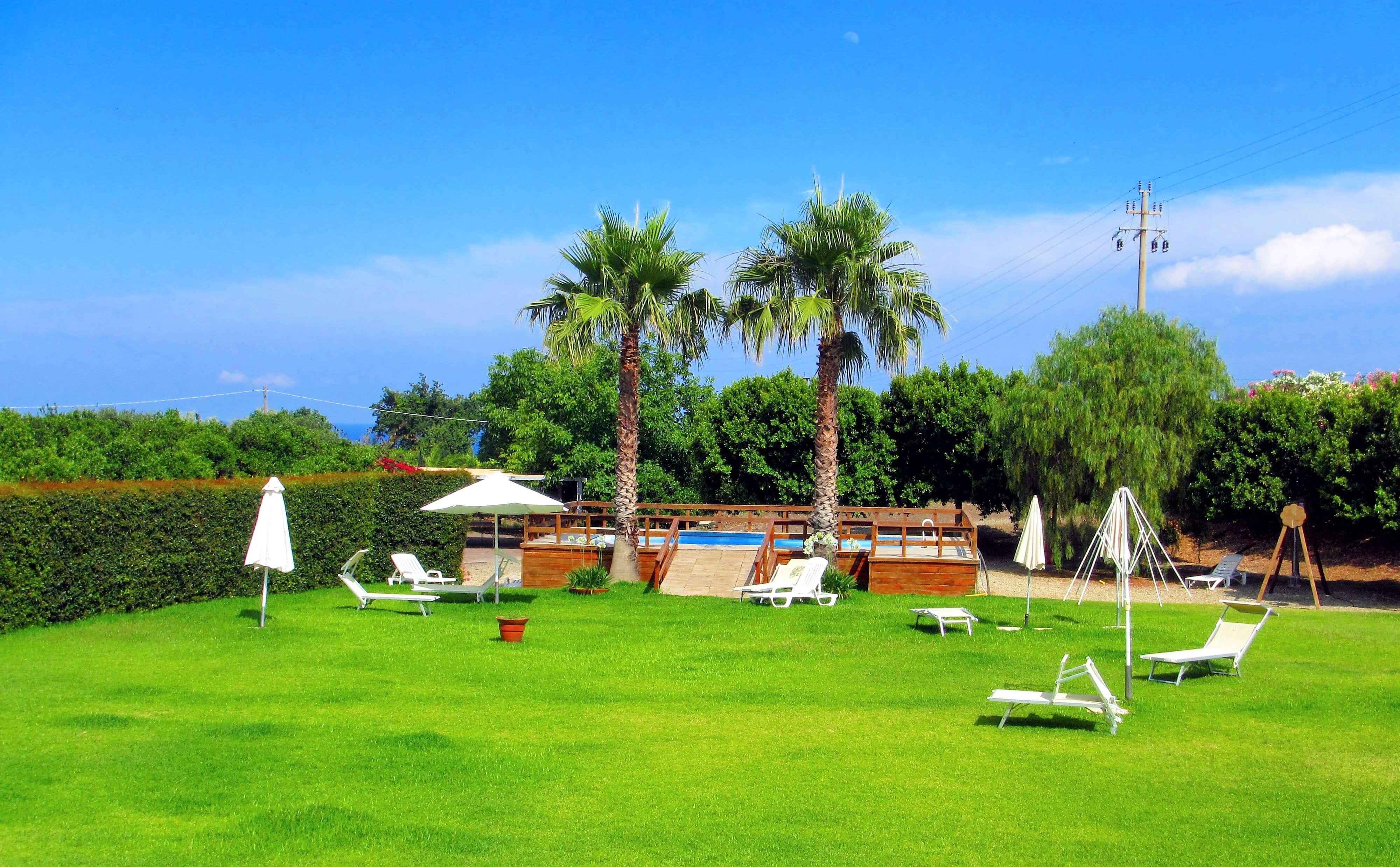 La piscine de l'agritourisme en Sicile
