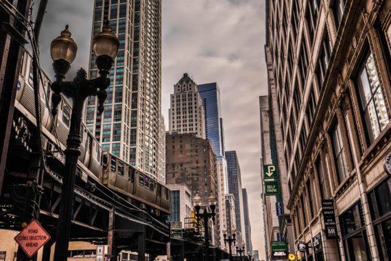 Métro aérien dans le Loop à Chicago