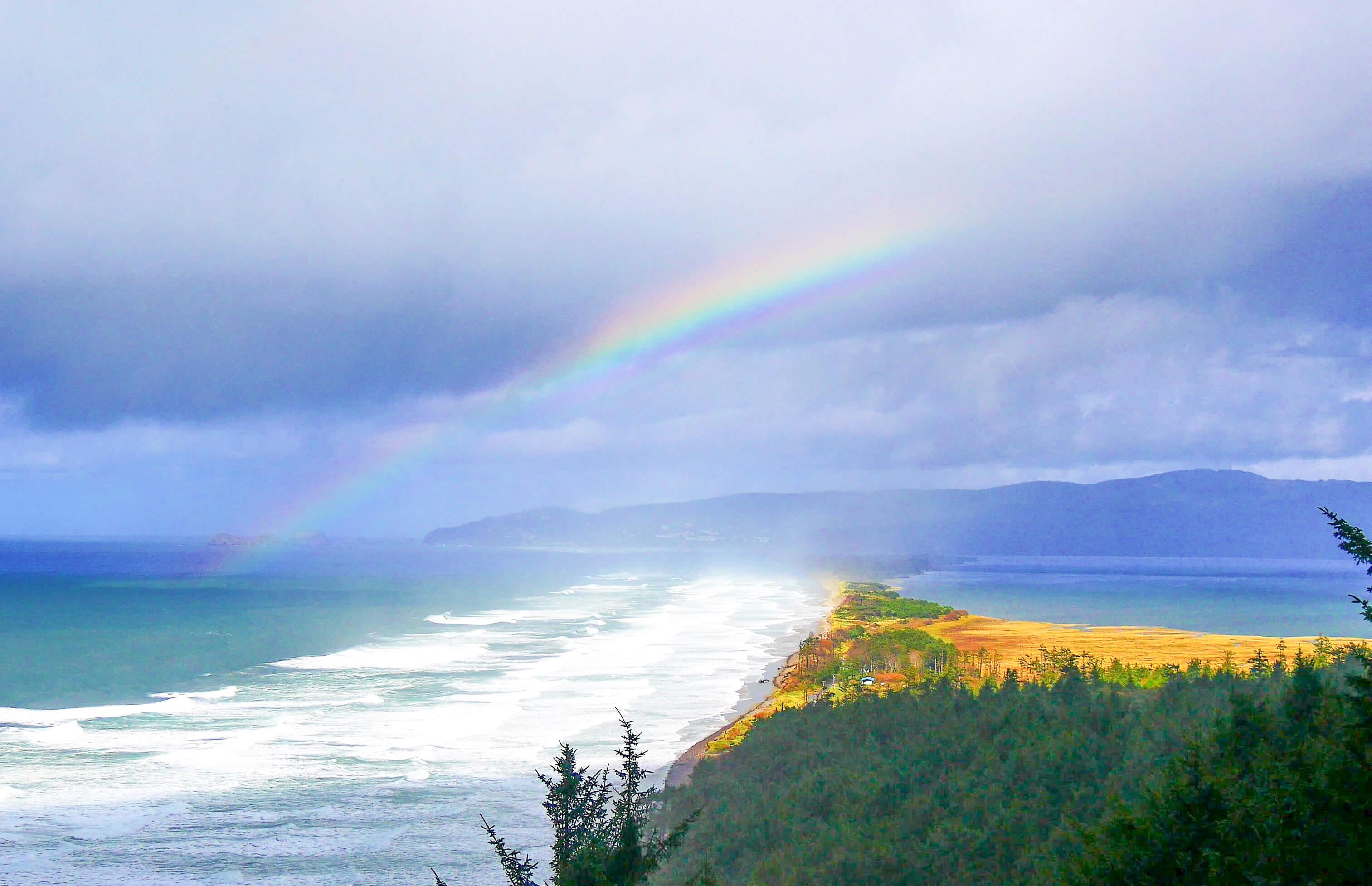 Vue depuis Cape Lookout et arc-en-ciel