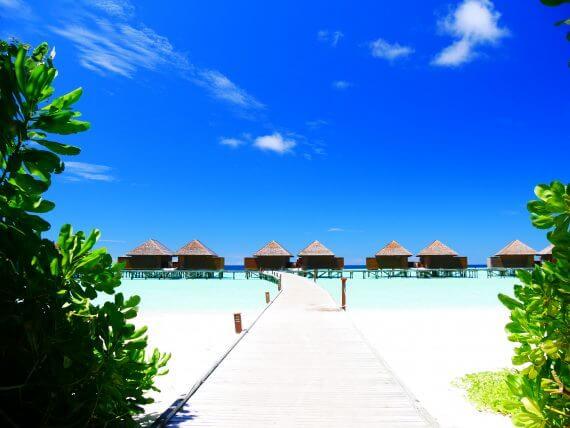 bungalows sur pilotis de Veligandu Island Resort