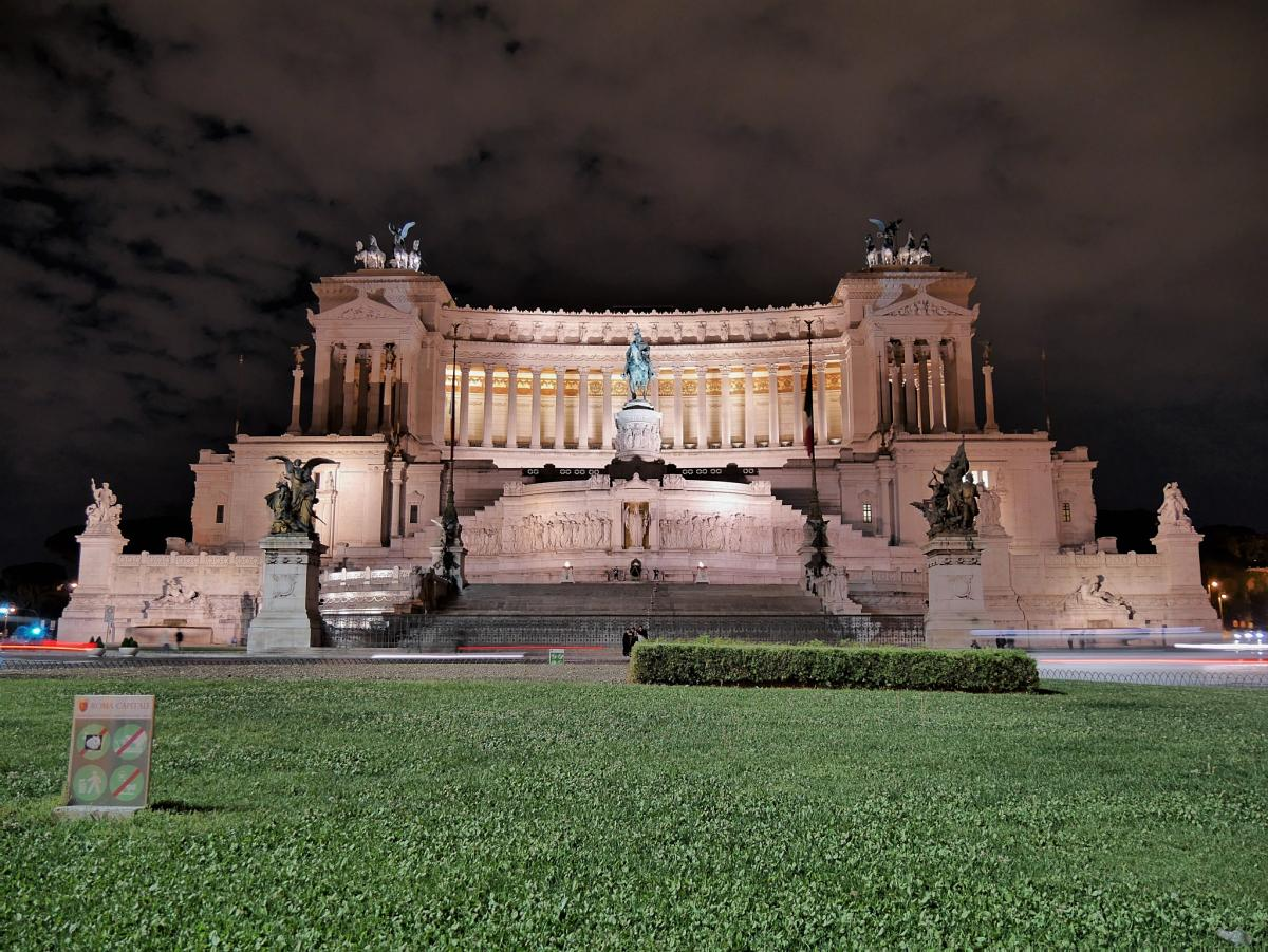 week end romantique rome monument victor emmanuel ii. Black Bedroom Furniture Sets. Home Design Ideas