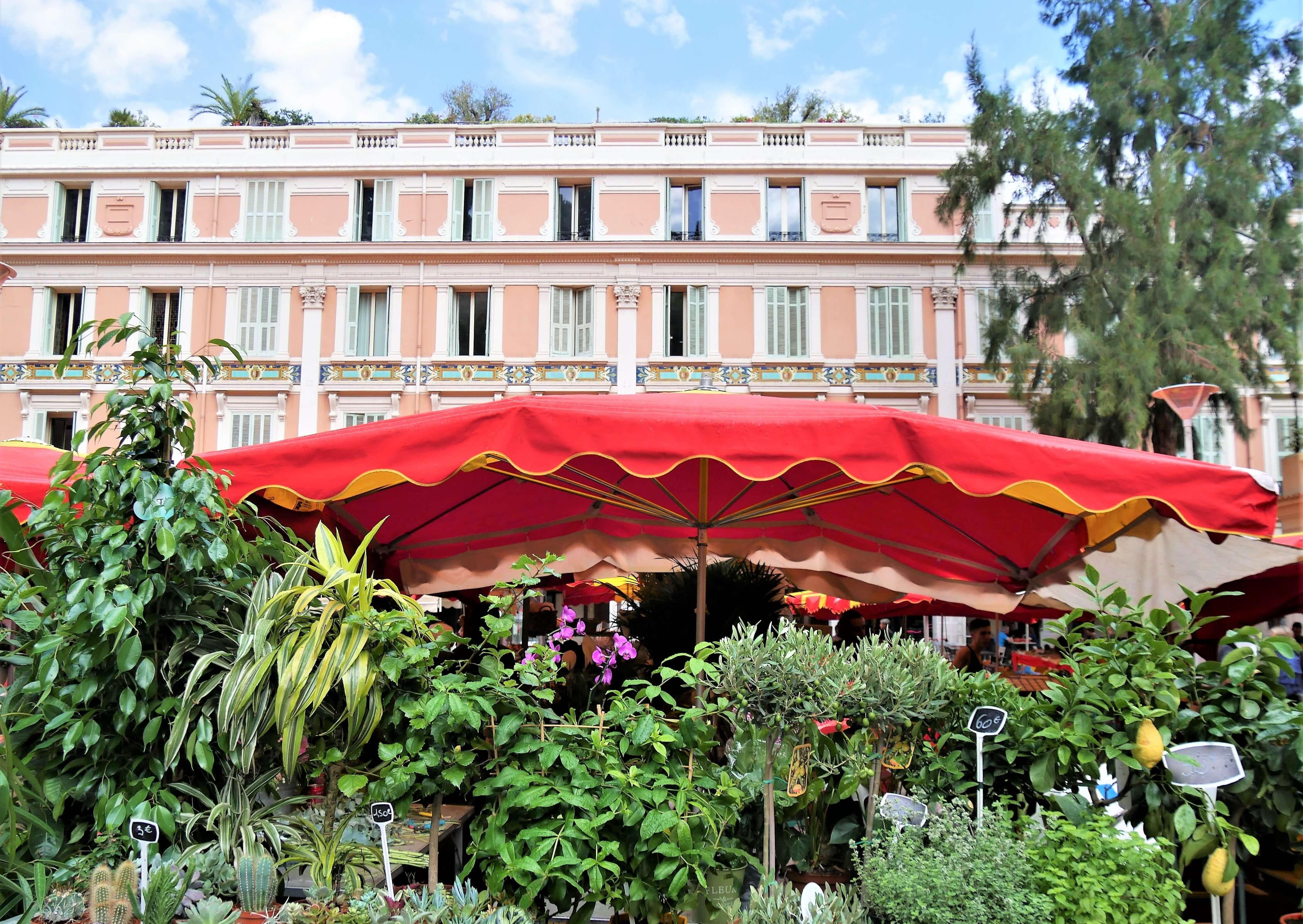 Visiter Monaco à pied en allant au marché
