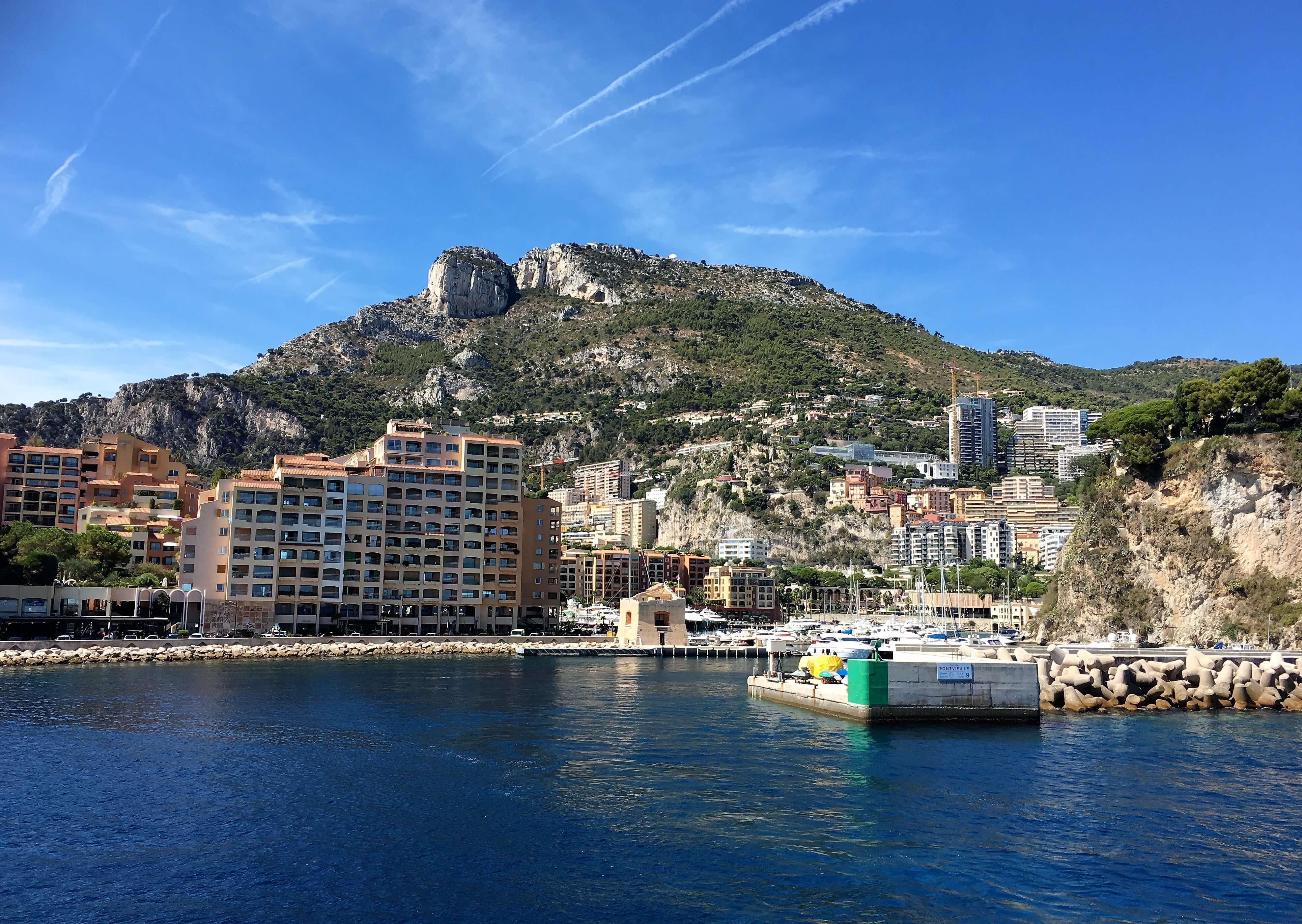 Vue sur la tête de chien depuis fontvieille à Monaco