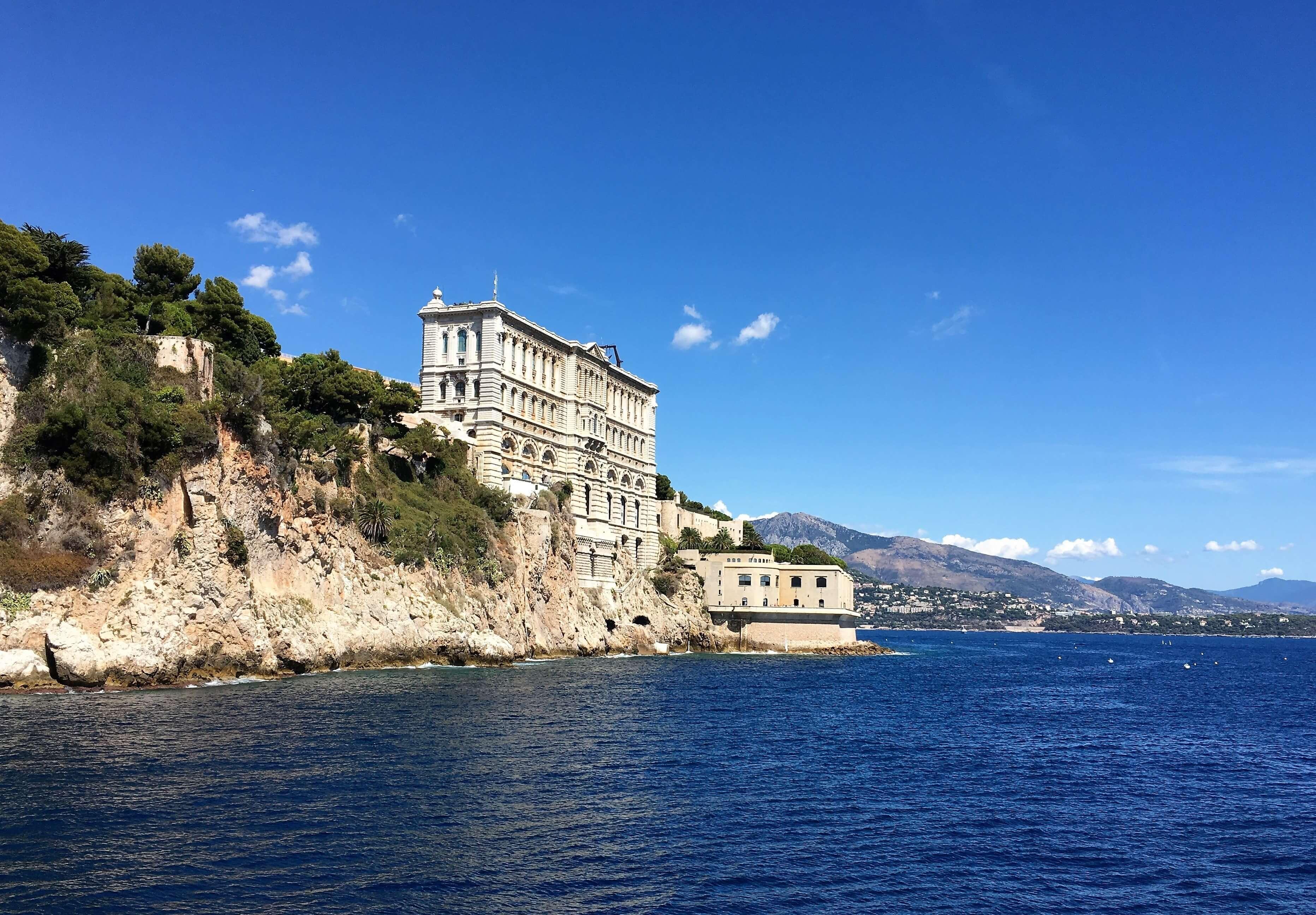 Vue sur le batiment du musée océanographique à Monaco