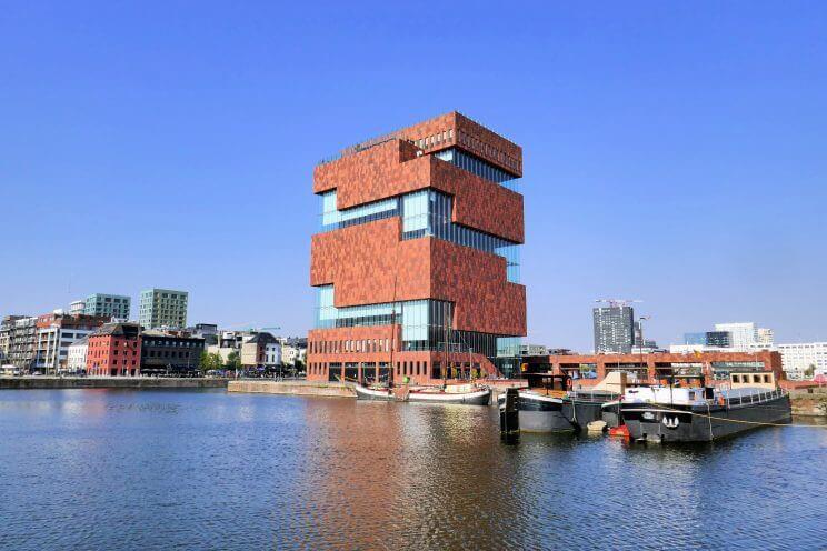 Le musée MAS dans le quartier d'Eilandje à Anvers