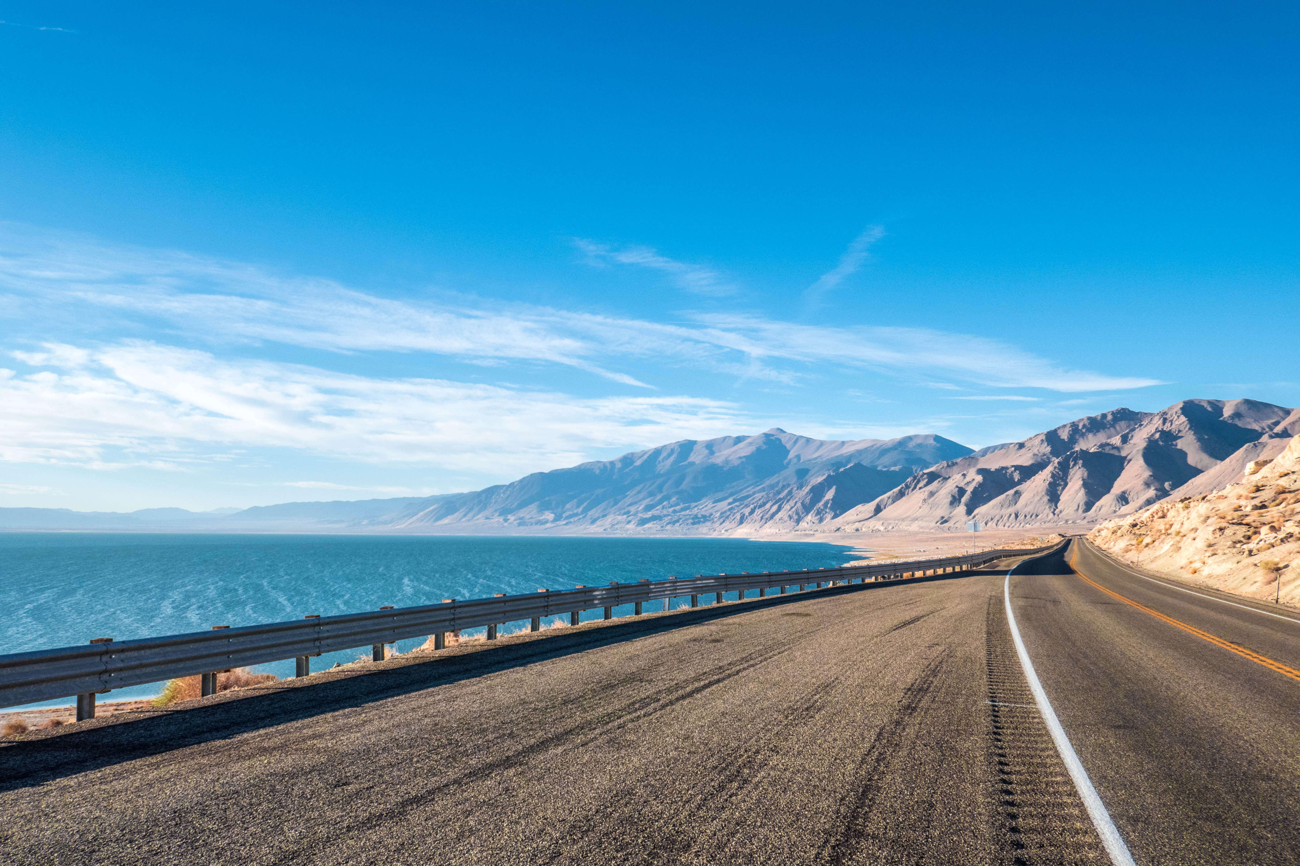Le Lac Walker dans le paysage désert du Nevada